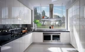 weisse küche moderne hochglanz küchen in weiß 25 traumküchen mit hochglanzfronten