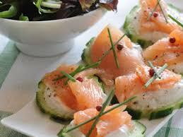 canapé saumon canapés au saumon et au concombre facile recette sur cuisine actuelle