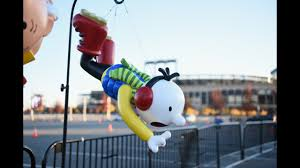 photos preparations underway for macy s thanksgiving day parade