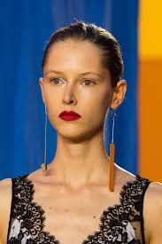 mismatched earrings trend how to nail the mismatched earring trend