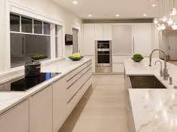 comptoir de cuisine noir comptoir de cuisine blanc 52 idées élégantes avec du marbre blanc