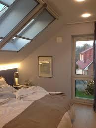 Schlafzimmer Dachgeschoss Einrichtung Dachschrägen Fenster Plus Normales Fenster Zimmergestaltung