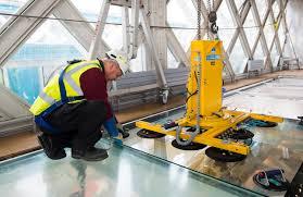 glass floor installing tower bridge u0027s glass floor youtube
