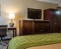 Room With Desk Comfort Inn By Choice Hotels Manchester Nh Airport