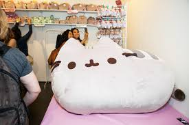 Pusheen Cat Meme - la s first ever catcon was adorable and kind of scary vice