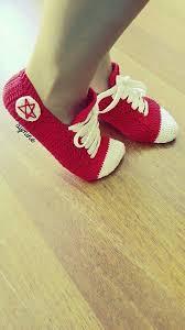 pattern crochet converse slippers videolu açıklamalı converse patik yapımı çorap pinterest socks