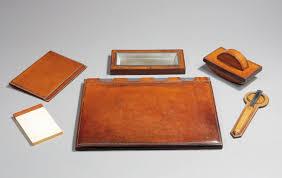 n馗essaire de bureau hermès nécessaire de bureau en cuir teinté brun à piqué sellier