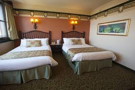 chambre golden forest sequoia lodge disabled access holidays wheelchair accessible accommodation in