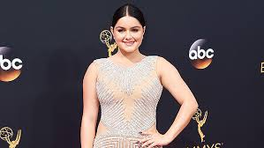 ariel winter sophie turner u0026 16 more of the sexiest emmys dresses