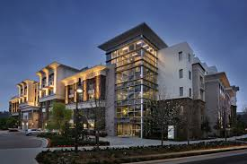 apartments emphasizes the architectural style with vantage pointe