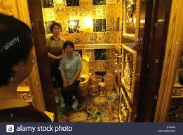 gold toilet gold toiletgold toilet the new yorker gold toilet on