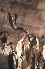 shofares de israel shofar en el muro el sonido shofar es misterioso se pone