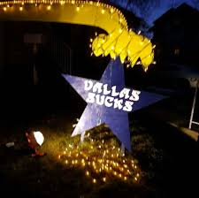 dallas cowboys christmas lights eagles fan constructs amazing christmas light structure to show his