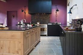 cuisine en chene massif cuisine en chene massif teintes noires ambiance atelier