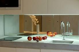 cr ence en miroir pour cuisine la crédence miroir tendance et design pour ma cuisine