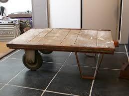 Table Basse Verre Roulette Industrielle by Table Basse En Palette A Roulette U2013 Ezooq Com