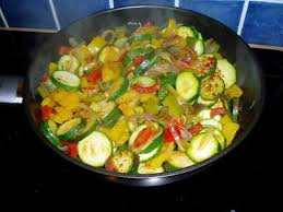 cuisiner poivron recette de poelée de poivrons et courgettes