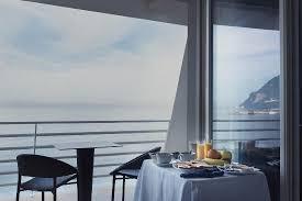hotel avec service en chambre vue de notre chambre avec service du petit déjeuné picture of
