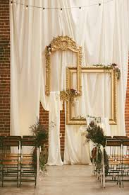 wedding backdrop frame 10 creative ways to use frames for your wedding decor weddingomania