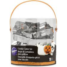 halloween cookie cutters amazon com wilton 2308 2014 halloween metal cookie cutter tub