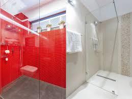 badezimmer duschen kleines bad dachschrä diese duschen lösen 5 platz probleme