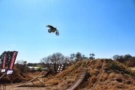 best freestyle motocross riders airtime trickery with scott billett freestyle motocross lw mag