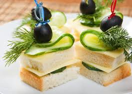 canap au fromage canape avec du fromage et le concombre photo stock image du mangez