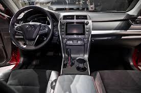 toyota camry hybrid vs hyundai sonata hybrid 2015 toyota camry look motor trend