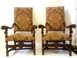 fauteuil ancien style anglais paire de fauteuils louis xiii avec des lions antiquites en france