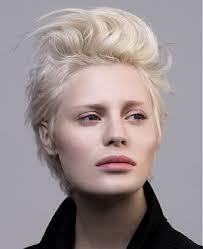 Kurzhaarfrisuren Weiblich by Diese 10 Wunderschönen Frisuren In Aschblond Sind Sehr Weiblich