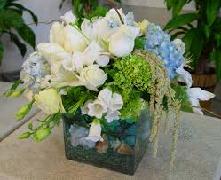 Beach Theme Centerpiece Ideas by Beach Teamed Wedding Flowers One Way To Bring A Theme Into Your