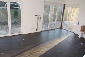 Wohnzimmer Modern Dunkler Boden Fliesen Wohnzimmer Modern Ruhbaz Com