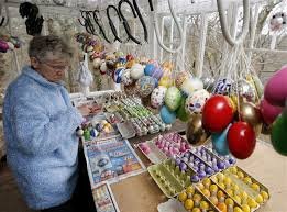 german easter egg tree 50 year tradition trims tree with 10 000 easter eggs