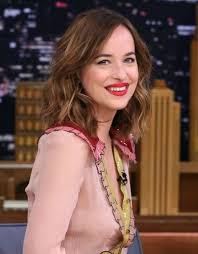 how to get dakota johnsons hairstyle dakota johnson s hair is having a moment and we have its tricks