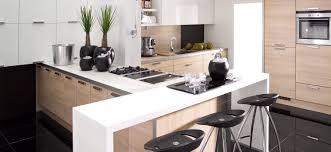 plan cuisine moderne cuisine blanc laqu et bois meuble noir laqu indogate