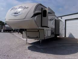 Blue Ridge And Cardinal Fifth Wheels By Forest River For 2018 Blue Ridge Cabin Edition 304sr Fifth Wheel 002061 Hopper