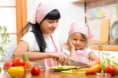 cuisine de maman maman faisant cuire dans la cuisine illustration de vecteur