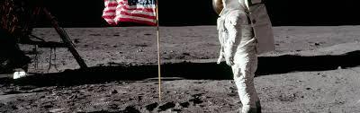 Flag With Tree And Moon Verschwörungstheorien Das Establishment Unter Generalverdacht