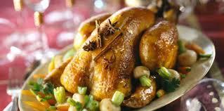 chapon cuisine chapon farci à la polenta et petits légumes glacés recette sur