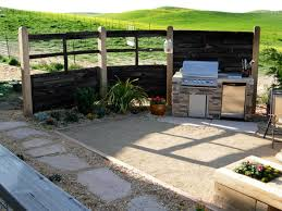 Outdoor Kitchen Ideas On A Budget by Quick Tips For Cleaning Your Charcoal Grill Diy Network Blog