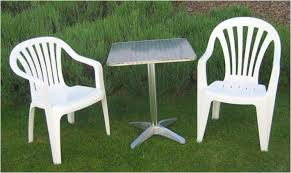 morges free small garden table and 2 white plastic chairs