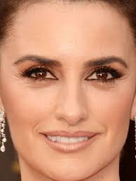 makeup penelope cruz 10 line your eyes all around
