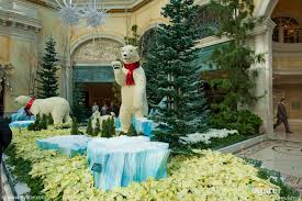 Christmas Decorations In Las Vegas Christmas Has Arrived In Las Vegas Oyster Com