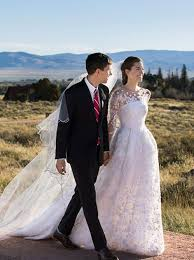 oscar de la renta lace wedding dress allison williams wedding gown by oscar de la renta vogue
