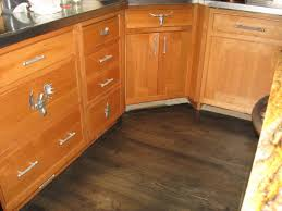 honey oak cabinets what color floor amazing oak cabinets with dark wood floors honey oak cabinets with