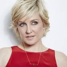back view of amy carlson s hair amy carlson i love her hair for when i go short again hair