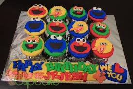 elmo cupcakes elmo friends cupcake fondant for jejesh miss cupcake