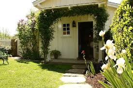 Backyard Guest Cottage by Ted Danson And Mary Steenburgen U0027s Book Filled Guest House