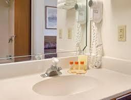 Comfort Suites Johnson Creek Wi Days Inn Johnson Creek Wi Booking Com