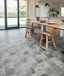 lino pour cuisine choisir le bon sol pour la maison parquet stratifié carrelage